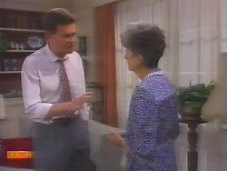Des Clarke, Nell Mangel in Neighbours Episode 0658