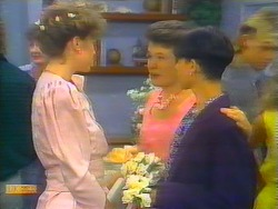 Nell Mangel, Beverly Robinson, Lucy Robinson, Hilary Robinson, Scott Robinson in Neighbours Episode 0661