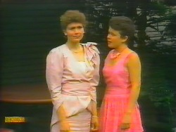 Beverly Robinson, Lucy Robinson in Neighbours Episode 0661