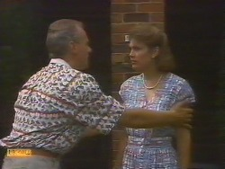Jim Robinson, Beverly Marshall in Neighbours Episode 0683