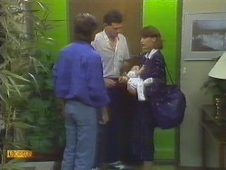 Mike Young, Des Clarke, Jamie Clarke, Beverly Marshall in Neighbours Episode 0692