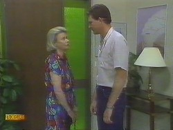 Helen Daniels, Des Clarke in Neighbours Episode 0693