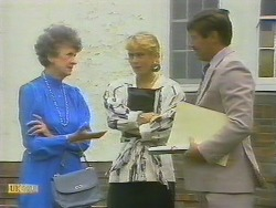 Nell Mangel, Jane Harris, Mr. Freeman in Neighbours Episode 0693