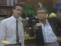 Paul Robinson, Lou Carpenter in Neighbours Episode 0694