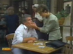 Lou Carpenter, Gail Robinson in Neighbours Episode 0696