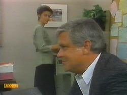 Gail Robinson, Lou Carpenter in Neighbours Episode 0696