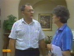 Harold Bishop, Nell Mangel in Neighbours Episode 0697