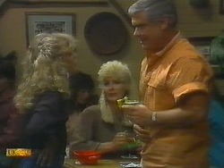 Charlene Mitchell, Crystal, Lou Carpenter in Neighbours Episode 0697