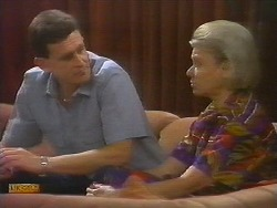 Des Clarke, Helen Daniels in Neighbours Episode 0698