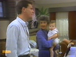 Des Clarke, Nell Mangel, Jamie Clarke in Neighbours Episode 0699
