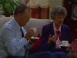 Harold Bishop, Nell Mangel in Neighbours Episode 0703