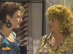 Gail Robinson, Gloria Lewis in Neighbours Episode 0712