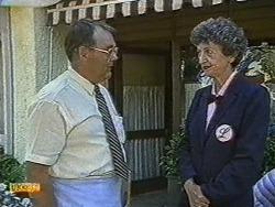 Harold Bishop, Nell Mangel in Neighbours Episode 0722