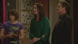 Sophie Ramsay, Kate Ramsay, Paul Robinson in Neighbours Episode 6297