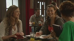 Sonya Mitchell, Jade Mitchell, Susan Kennedy in Neighbours Episode 6299