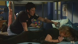 Chris Pappas, Andrew Robinson in Neighbours Episode 6302