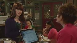 Summer Hoyland, Susan Kennedy in Neighbours Episode 6302
