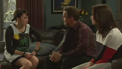 Sophie Ramsay, Paul Robinson, Kate Ramsay in Neighbours Episode 6308
