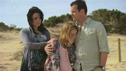 Emilia Jovanovic, Natasha Williams, Michael Williams in Neighbours Episode 6308