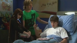 Summer Hoyland, Andrew Robinson, Chris Pappas in Neighbours Episode 6312