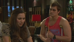 Jade Mitchell, Kyle Canning in Neighbours Episode 6315