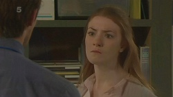 Rhys Lawson, Erin Salisbury in Neighbours Episode 6321