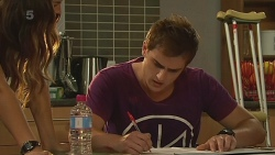 Jade Mitchell, Kyle Canning in Neighbours Episode 6322