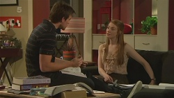 Rhys Lawson, Erin Salisbury in Neighbours Episode 6322