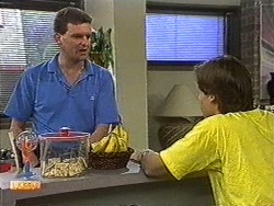 Des Clarke, Mike Young in Neighbours Episode 0726