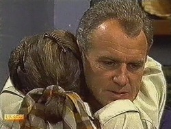 Beverly Marshall, Jim Robinson in Neighbours Episode 0728
