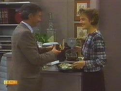 Ian Chadwick, Gail Robinson in Neighbours Episode 0752