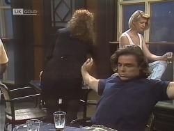 Gaby Willis, Wayne Duncan in Neighbours Episode 1844