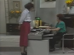 Pam Willis, Margaret Alessi in Neighbours Episode 1865