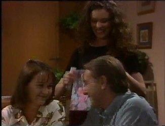 Pam Willis, Gaby Willis, Doug Willis in Neighbours Episode 2200