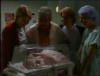 Danni Stark, Lou Carpenter, Brett Stark, Nurse, Louise Carpenter (Lolly) in Neighbours Episode 2201