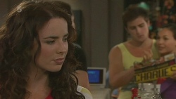 Kate Ramsay, Kyle Canning, Jade Mitchell in Neighbours Episode 6349