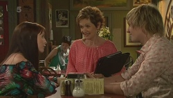 Summer Hoyland, Susan Kennedy, Andrew Robinson in Neighbours Episode 6352