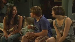 Rani Kapoor, Callum Jones, Sophie Ramsay in Neighbours Episode 6359