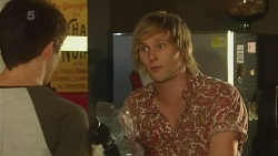 Chris Pappas, Andrew Robinson in Neighbours Episode 6361