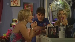 Natasha Williams, Chris Pappas in Neighbours Episode 6374
