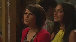 Sophie Ramsay, Rani Kapoor in Neighbours Episode 6376