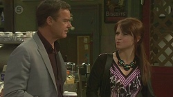 Paul Robinson, Summer Hoyland in Neighbours Episode 6379