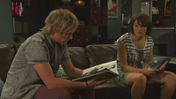Andrew Robinson, Sophie Ramsay in Neighbours Episode 6380