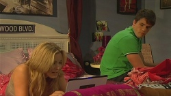 Natasha Williams, Chris Pappas in Neighbours Episode 6380