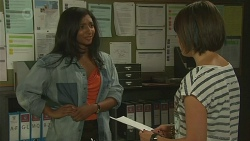Priya Kapoor, Sophie Ramsay in Neighbours Episode 6381