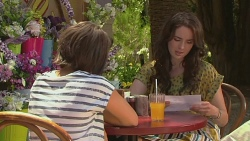 Sophie Ramsay, Kate Ramsay in Neighbours Episode 6381
