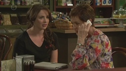 Kate Ramsay, Susan Kennedy in Neighbours Episode 6384