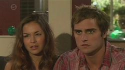 Jade Mitchell, Kyle Canning in Neighbours Episode 6389