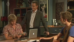 Andrew Robinson, Paul Robinson, Griffin O'Donahue in Neighbours Episode 6392