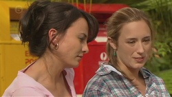 Vanessa Villante, Sonya Mitchell in Neighbours Episode 6392